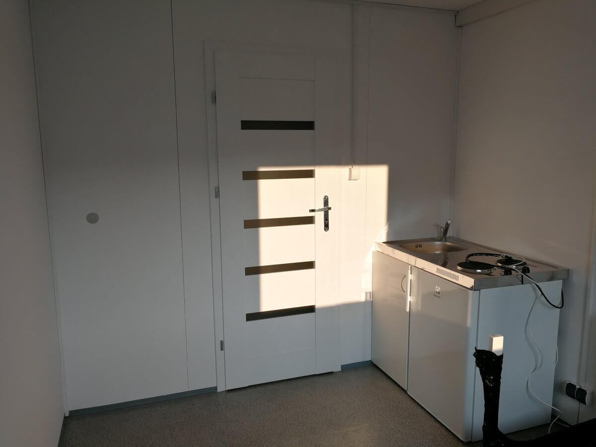 Wnętrze kontenera biurowego